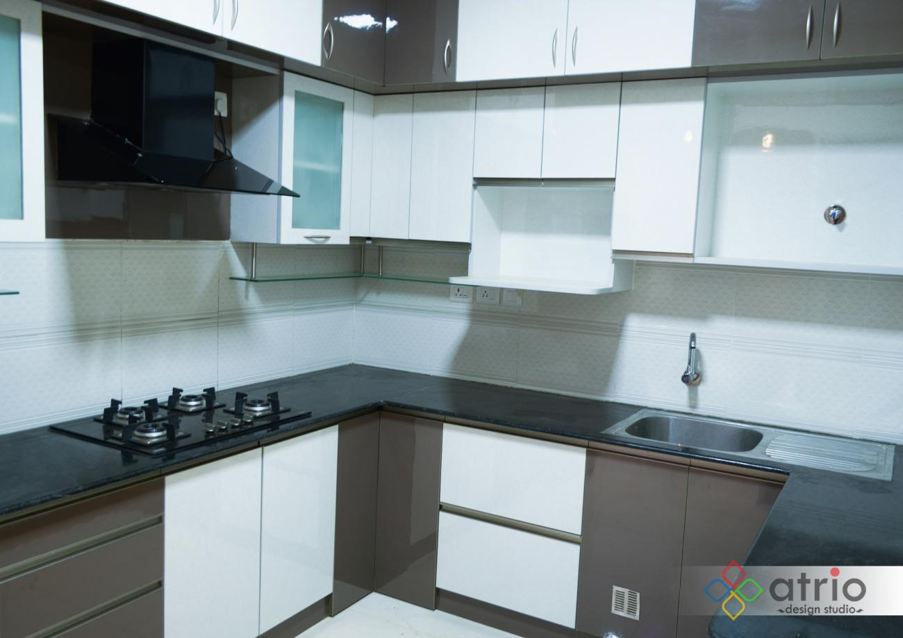 Kitchen with Glossy Finish Laminate